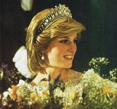 June Princess Diana at a State Dinner hosted by Prime Minister Pierre Trudeau at the Hotel Nova Scotian in Halifax Princess Diana Tiara, Princess Diana Photos, Royal Princess, Prince And Princess, Princess Of Wales, Charles And Diana, Prince Charles, Diana Fashion, Lady Diana Spencer