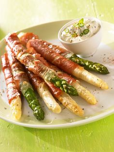 Gebratener Schinken-Spargel Fried ham asparagus - Asparagus coated with ham and a cream of cream cheese Gluten Free Appetizers, Healthy Appetizers, Light Appetizers, Appetizer Recipes, Healthy Recipes, Free Recipes, Asparagus Appetizer, Asparagus Recipe, Grilled Asparagus