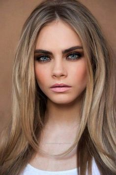 Cara Delevigne Ash Blonde with Dark Roots 2015