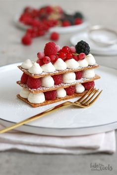 Mille-feuille with Berries Delicious little sweet treat from France. Mille-feuille is one of the best things that can happen to you, so take the chance and enjoy! French Desserts, Mini Desserts, Plated Desserts, Gourmet Desserts, Oreo Desserts, Elegant Desserts, Cake Recipes, Dessert Recipes, Number Cakes