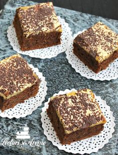 negresa cu glazura prajitrua chinezoaica Hungarian Cake, Romanian Food, Romanian Recipes, Cake Bars, No Cook Desserts, Something Sweet, Sweet Recipes, Banana Bread, Cheesecake