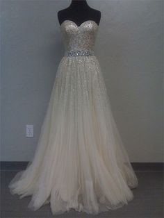 Pretty dress....I don't like the skirt so much, but I do love the concept.