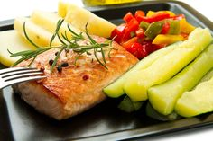 With zero carbs, heart healthy oils and very low fat, salmon is a healthy choice. These salmon recipes for diabetics are delicious and kid-friendly.