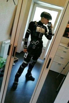 Levi Ackerman - Attack on Titan - Image - Zerochan Anime Image Board Sasuke Cosplay, Inuyasha Cosplay, Levi Cosplay, Anime Cosplay, Rapunzel Cosplay, Funny Cosplay, Cosplay Diy, Cosplay Makeup, Spiderman Cosplay