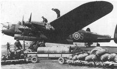 Lundi 3 Janvier 1944 : Lors du raid sur Berlin, la RAF perd 27 bombardiers Lancaster (et 168 membres d'équipage) sur les 383 bombardiers engagés dans l'attaque. Les dommages infligés à la capitale allemande sont négligeables.