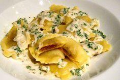 """Ravioli mit Cashew-""""Ricotta""""-Tomaten-Füllung an Weißwein-""""Sahne""""-Soße #Rezept"""