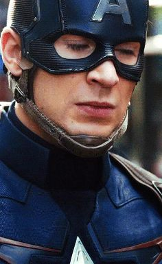 #WHAT! MASCARA! DOES! HE! USE! steve rogers captain america