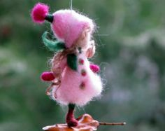 Navidad de hadas aguja fieltro adorno muñeca inspirada Waldorf ornamento de invierno sentía ornamento decoración del árbol de regalo romántico