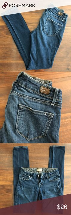 """Paige Peg Skinny Stretchy Jeans • Size 25 • Very well loved & clean pair of Paige skinny jeans. As you can tell, these have been worn and washed several times but still have lots of life left in them 🙂. No major flaws other than normal signs of long-term wear. No odors & comes from a smoke-free home. VERY stretchy and so comfy!! 💕 Size 25 and fit true to size. Like most Paige jeans, they make the butt look great! 😆 Inseam is 32"""" long. Please ask any questions before buying. REASONABLE…"""