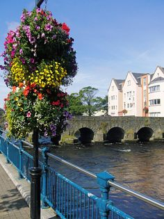 It'll be love at first sight! At #5 in Hideaways' countdown of Top 10 Reasons to Love Ireland are its quaint towns with their fun-filled pubs, window-boxes of colorful flowers, and equally colorful local characters. A few favorite towns: Sligo, Cong (Ashford Castle in Ireland), Kilcogan, Adare (Adare Manor Hotel), and Kenmare.