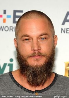 Actor Travis Fimmel attends 2015 A+E Networks Upfront on April 2015 in New York City. Get premium, high resolution news photos at Getty Images Beard Trimming Styles, Best Beard Styles, Hair And Beard Styles, Travis Fimmel, Travis Vikings, Vikings Tv, Barba Grande, Bald Men Style, Goatee Beard