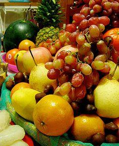 filipino new year traditions eat round fruits wear polka dots round things