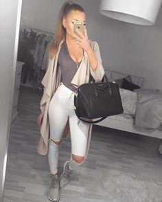 """Sharline Davidsen on Instagram: """" coat: @myy_stylee_15 body: @houseofcbde jeans: @fashionnova"""""""