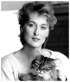 With Cats Meryl Streep and her cat use the same hair colorist?Meryl Streep and her cat use the same hair colorist? Meryl Streep, Crazy Cat Lady, Crazy Cats, I Love Cats, Cool Cats, Oscar 2012, Patricia Highsmith, Celebrities With Cats, Tv Movie