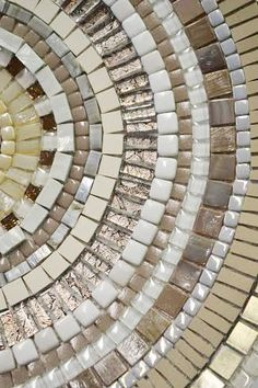 1000 images about mosaic dishes bowls trays on for Table mosaic xl 6 chaises encastrables