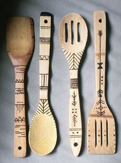 Handmade wood burned spoons made with a crafty boho touch. These hand burned wooden spoons are made Wood Burning Tips, Wood Burning Crafts, Wood Burning Patterns, Wood Crafts, Diy Crafts, Wood Projects For Beginners, Diy Art Projects, Easy Woodworking Projects, Key Projects