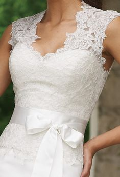 Wedding Dresses is surely the most suitable style for almost every bride as it gives brides a good silhouette.