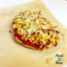 Syn Free Dominos Fakeaway Chicken Feast Pizza | Slimming World - http://pinchofnom.com/recipes/syn-free-dominos-fakeaway-texas-chicken-feast-slimming-world/