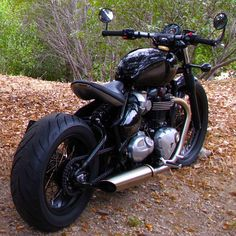Juicy twin sound ,give me it. Triumph Bobber Custom, Triumph Motorcycles, Bobber Chopper, Cafe Racer Motorcycle, Motorcycle Design, Bike Design, Custom Motorcycles, Motorcycle Art, Indian Motorcycles