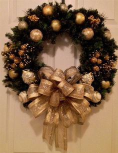 Items similar to Gold Christmas wreath on Etsy - Weihnachten Gold Christmas Decorations, Christmas Wreaths To Make, Holiday Wreaths, Christmas Holidays, Christmas Ornaments, How To Decorate A Wreath, Canada Christmas, Christmas Tree, Etsy Christmas