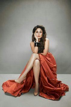 Kareena Kapoor often Called referred to as Bebo, is an Indian actress who appears in Bollywood films. Kareena Kapoor Wallpapers, Kareena Kapoor Images, Kareena Kapoor Khan, Deepika Padukone, Sonakshi Sinha, Indian Celebrities, Bollywood Celebrities, Beautiful Celebrities, Beautiful Actresses