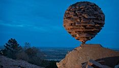 53-year-old resident of Kamensk-Shakhtinsky Vladimir Maksimentsev discovered a rare hobby - the art of balancing stones. The man builds out of the stones constructions, which are held as if by a miracle. There are only a few dozen people in the world like him.