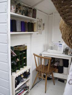 cuarto de costura en una cabaña