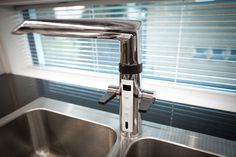 Tämä puoliksi sähköinen hana kertoo muun muassa veden lämpötilan. Hana, Home Decor, Decoration Home, Room Decor, Home Interior Design, Home Decoration, Interior Design
