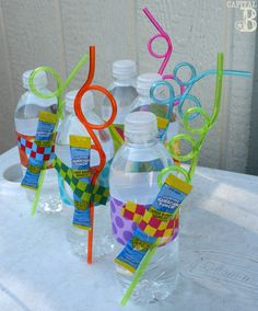 pool party splish splash birthday bash food and drink party ideas. love the curly straws School Birthday Treats, School Treats, Party Fiesta, Luau Party, Swim Party Favors, Party Drinks, Summer Birthday, Birthday Fun, Birthday Ideas