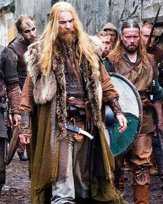 Scandinavian Vikings <For Signy, for the collar draping. Vikings are just so damn cool. Costume Viking, Viking Garb, Viking Men, Viking Life, Viking Shop, Viking Warrior, Larp, Bracelet Viking, Viking Jewelry