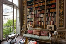 Stunning Parisian Apartment Design A look inside a Parisian Vacation Apartment that you can rent and stay in on your next visit to Paris Home Library Design, Home Library Decor, Library Books, Home Libraries, Public Libraries, French Decor, Reading Room, Apartment Design, Luxury Homes