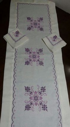 This Pin was discovered by Sib Just Cross Stitch, Cross Stitch Borders, Modern Cross Stitch, Cross Stitch Flowers, Cross Stitch Designs, Cross Stitching, Cross Stitch Patterns, Embroidery Patterns Free, Embroidery Designs
