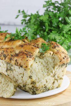 Odrywany chlebek drożdżowy z pesto. Peel-off yeast bread with parsley pesto. Salmon Burgers, Camembert Cheese, Grilling, Pizza, Ethnic Recipes, Parsley Pesto, Yeast Bread, Food, Cupcakes