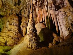 Caverna de Botuverá  tem esculturas que parecem escorrer do teto (Foto: Reprodução Globo Repórter)