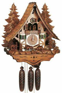 Orologio a cucù raffigurante splendido chalet ambientato nella Foresta Nera. Allo scoccare dell'ora, al suonare del carillon, si muovono gli automi, la ruota del mulino e i ballerini (o marmotte) situati sopra il quadrante. Movimento meccanico a carica 8 giorni con silenziatore notturno automatico. La casetta è alta 45cm, larga 41cm e con profondità 22cm.