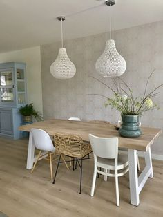 The best ways to combine your bucket seats Oak Dining Table, Dining Table Design, Modern Furniture Online, Home Furniture, Furniture Design, Home Living Room, Living Room Decor, Italian Home, Home Office Design
