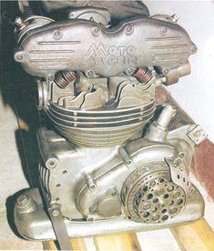 Old School Motorcycles, Antique Motorcycles, Custom Motorcycles, Cars And Motorcycles, Mechanical Art, Race Engines, Yamaha Yzf R1, Motorcycle Engine, Baggers