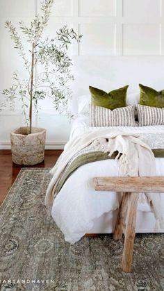 Dream Master Bedroom, Master Bedroom Design, Diy Bedroom Decor, Bedroom Furniture, Bedroom Ideas, Small Space Solutions, Green Home Decor, Bedroom Vintage, Minimalist Bedroom