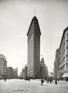 The Flatiron Building. The a street level view of the New York City skyscraper, The Flatiron, circa 1905. Detroit Publishing Company photo courtesy of Shorpy. (s/n/8270)