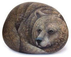 Bear - acrylic on rock - cm. 15 | Painted rocks by Roberto Rizzo | www.robertorizzo.com