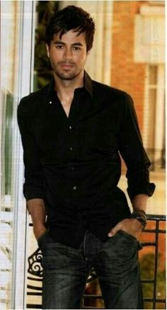 Enrique Iglesias is a Spanish singer, songwriter and occasional actor. Enrique Iglesias, Gorgeous Men, Beautiful People, Beautiful Boys, Latin Men, Attractive Men, Good Looking Men, Cute Guys, Movie Stars