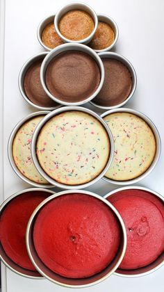 How Much Cake Batter Do I Need Per Pan? Easy Guide - Chelsweets - How Much Cake Batter Do I Need Per Pan? Easy Guide – Chelsweets Effektive Bilder, die wir über C - Food Cakes, Cupcake Cakes, Cupcakes, Baking Cakes, Mini Cakes, Cake Decorating Techniques, Cake Decorating Tips, Bolo Original, Cake Portions