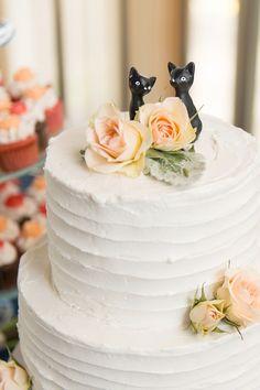 Adorable Cat Wedding Cake Topper! | A Hampton Roads Virginia Wedding Inspiration Blog: Classic Military Wedding at the Lesner Inn