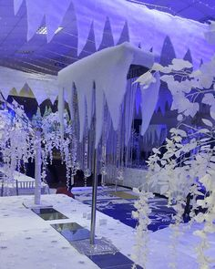 Pay attention to these trends of Winter Quinceanera - New Site Winter Wonderland Decorations, Winter Wonderland Birthday, Silver Christmas Decorations, Winter Wonderland Christmas, Apres Ski Party, Christmas Parade Floats, Winter Wedding Receptions, Dance Themes, Quinceanera Decorations