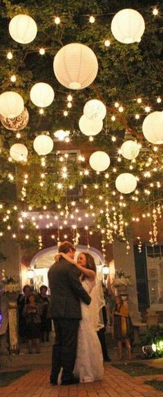 Cozy outdoor wedding lighting for a summer night. #outdoorweddings