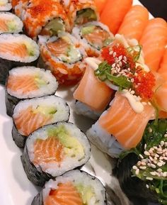 Not a second when your not on my mind🍣 ➡️Quickly double tap if you love good sushi🙌⬅️ 👇Tag a friend 👇 Sushi Co, Sushi Burger, My Sushi, Best Sushi, Sushi Recipes, Asian Recipes, Cooking Recipes, Healthy Recipes, Sushi Party