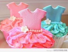 No, don't worry, these aren't the cupcakes I'm making for my sister's baby shower on Sunday. These adorable ballerina cupcakes were in th. Ballerina Cupcakes, Tutu Cupcakes, Yummy Cupcakes, Birthday Cupcakes, Ballerina Party, Princess Cupcakes, Themed Cupcakes, Cupcakes For Girls, Girl Birthday