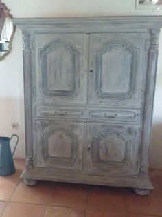 Redone with Annie Sloan Chalk Paint. First layer in French Linen, dry brush with aubusson blue. Then a layer of old white. Waxed with transparent wax, a little sanding and polishing with steelwool Tv Cupboard, Annie Sloan Chalk Paint, French Country House, Dry Brushing, Furniture Making, Wax, Stone, Blue, Painting