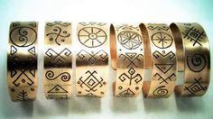 Bratarile din cupru sunt gravate manual cu simboluri sacre romanesti. Mai multe creatii in cupru ,alama, otel inoxidabil sau sticla gravata gasiti pe site-ul de prezentare: http://hadarugart.weebly.com/