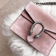 Because Gucci is a #NYFW must have! #prettyinpink : @marianna_hewitt